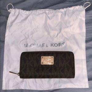 michael kors wallet ( with dust bag ) ✨